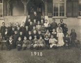 Klassenfoto 1918 vor dem Schulhaus Reidermoos